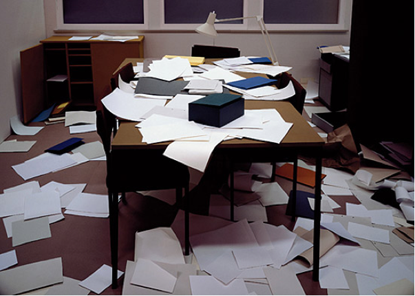 Thomas Demand, Office / Büro, 1995 C-Print / Diasec,  183.5 x 240 cm (www.blueprintmagazine.co.uk)