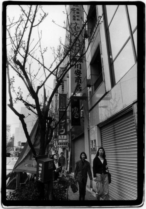 """Nasubi Gallery by Tsuyoshi Ozawa, 1993. Installation view, """"The Ginburart,"""" Tokyo. Photo by Shigeo Anzai. Courtesy Tsuyoshi Ozawa."""